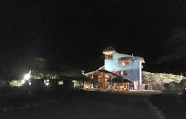 La Casa Azul, una de las peculiares localidades en RD de El Hombre que Cuida (suministrada)