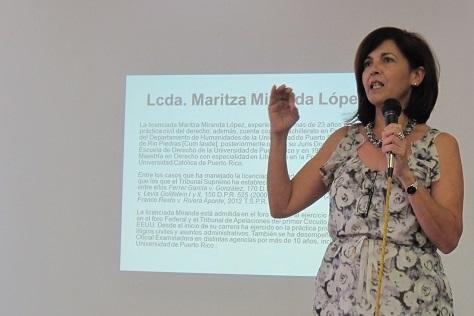 La licenciada Miranda estuvo a cargo de la presentación. (Antonella Vega / Diálogo)