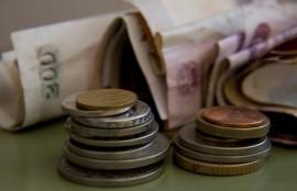 Dinero, billetes y monedas. Crédito: Kristin Palitza/IPS.