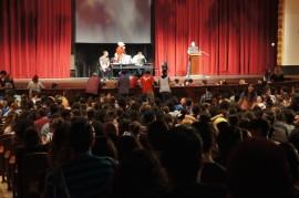 Asamblea de estudiantes en el Teatro de la UPRRP. (Cherish González/ Diálogo)