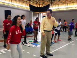 Estudiantes arracaron junto con el rector de UPR-Cayey el calentamiento previo al Carnaval. (Suministrada)