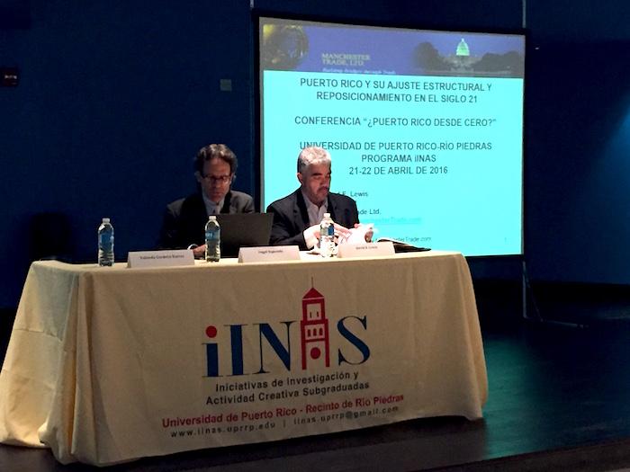 Angel Oquendo y David Lewis en la conferencia.