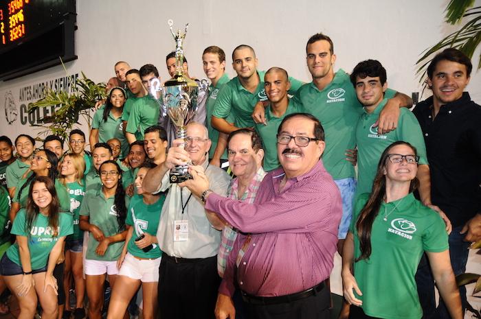 Los Tarzanes del Colegio nuevos campeones de la natacion. (Luis F. Minguela LAI) (2)