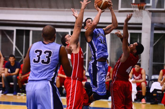 Vaqueros y Gallitos se enfrentan hoy por el pase a la final del baloncesto universitario. (Archivo LAI)
