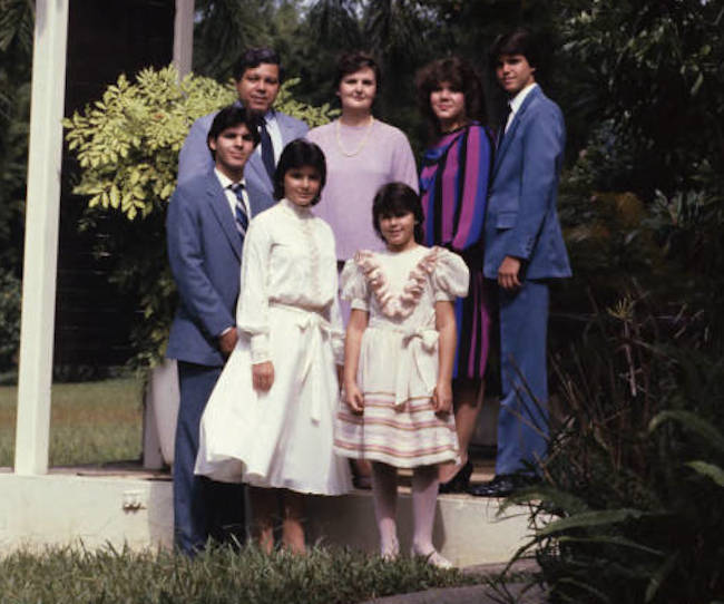 Ismael Almodóvar y familia