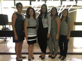 Desde la izquierda, la Dra. Patricia Noboa junto a estudiantes participantes en el Proyecto Vivencias de la UPR-Cayey.