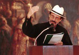 Elizam recita poesía en Museo de Ponce/feb. 2002/foto por R. Alcaraz