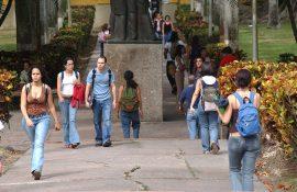 Estudiantes de  la UPR Río Piedras. (Ricardo Alcaraz/ Diálogo)