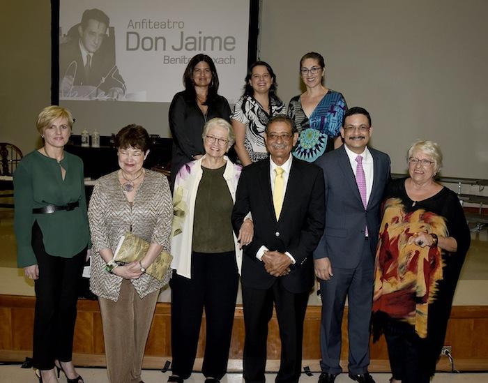 Familiares de Don Jaime Benítez junto al Presidente de la UPR, Dr. Uroyoán Walker Ramos. (Suministrada)