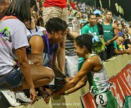 Ashley Laureano junto a su madre en las Justas LAI 2016. (Suministrada)