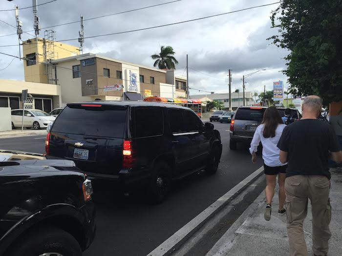 La caravana de escoltas del Servicio Secreto se paseaba con agilidad por el área metro cortando tapones y corriendo a todo vapor. (Cristian Arroyo/Diálogo)