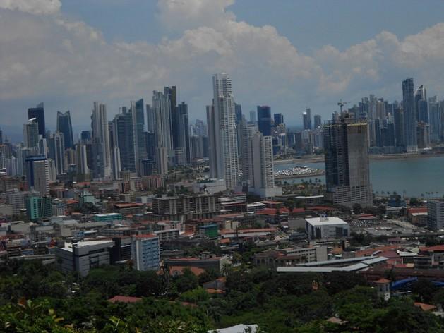 La Ciudad de Panamá, una de las de mayor crecimiento de América Latina. La tercera Conferencia de las Naciones Unidas sobre Vivienda y Desarrollo Urbano Sostenible (Hábitat III), que se realizará en octubre en Quito y establecerá la Nueva Agenda Urbana. Crédito: Emilio Godoy/IPS