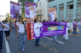 Marcha de mujeres. (Ricardo Alcaraz/ Diálogo)