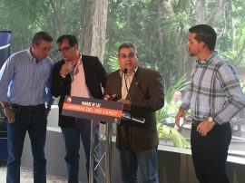 El Dr. Nelson Vera, rector de la UPR-Aguadilla, hace el anuncio del acuerdo en las Cuevas de Camuy.