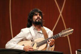 Pablo Hernández Mejías, cuatrista y compositor. (Deborah A. Rodríguez / Diálogo UPR)