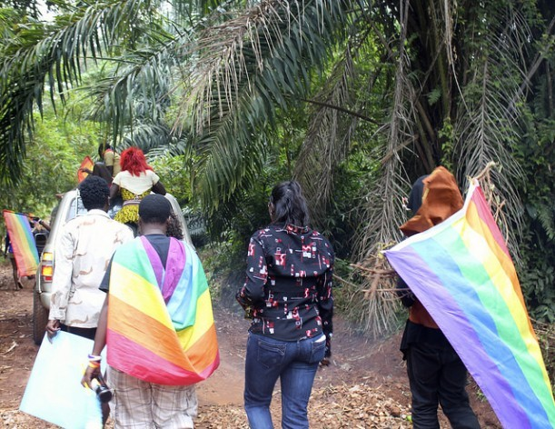 Personas LGBTI participaan en una marcha del orgullo gay en Uganda, uno de los países donde los refugiados del colectivo sufren más violencia. Crédito: Amy Fallon/IPS.