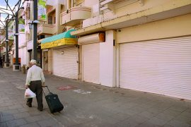 Dos manifestaciones de la crisis que agobia a Puerto Rico: el cierre de negocios y la migración forzada de borincanos. (Ricardo Alcaraz / Diálogo)