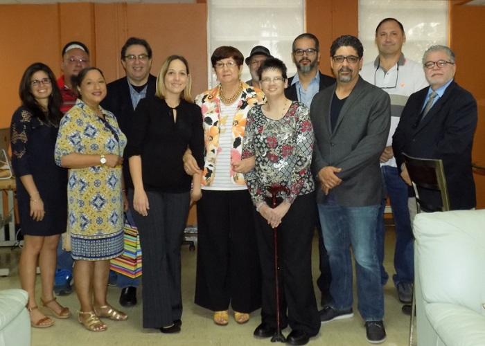 Tanto el rector de la UPR Cayey como familiares y amigos de Porrata-Doria estuvieron presentes en el homenaje. (Suministrada)