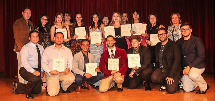 Delegación del Capítulo Zeta Lambda en la noche de las premiaciones en la Convención Nacional de Sociedad Nacional de Honor de Biología. (Suministrada)