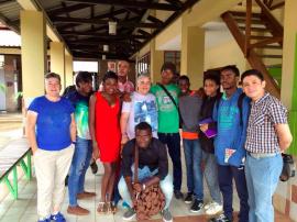 Algunos de los encargados del seminario con parte de sus estudiantes en el Centro Cultural de España en Malabo. (Suministrada)