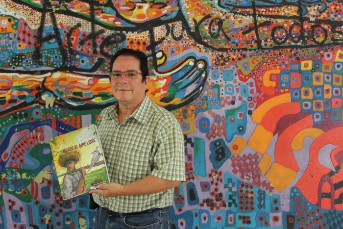 Fonseca es el autor del libro.