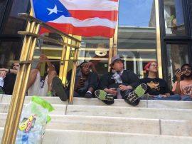 Desobediencia en el Banco Popular del Viejo San Juan. (Perla Rodríguez/ Diálogo)