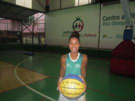 A sus 14 años, la brasileña Kaillana de Oliveira sabe que no será tan alta como la mayoría de las jugadoras profesionales de baloncesto, esto a razón de su genética.