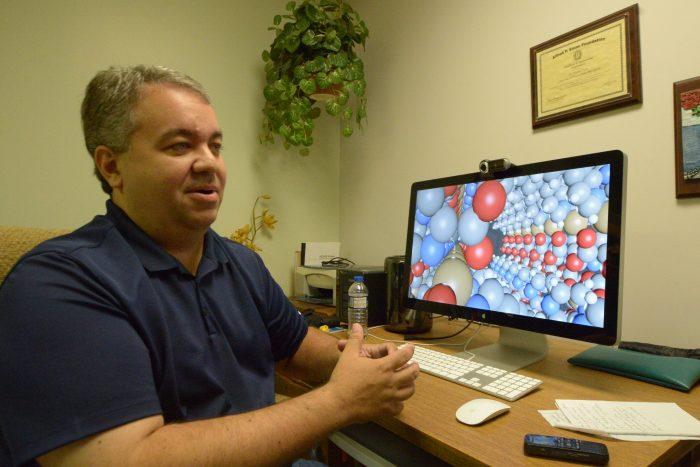 Doctor Arturo Hernández, catedrático del RUM.