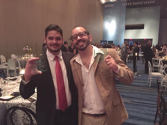 Emmanuel Estrada y Hermes Ayala, dos talentosos periodistas que fueron reconocidos por su labor. (Suministrada)