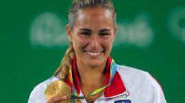 Monica Puig en el podio