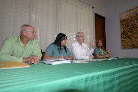 Desde la izquierda: Ray Quiñones, Yamileth Valentín, el rector John Fernández Van Cleve y Madeline Ramos. (Suministrada)