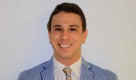 Ricardo-J.-Fernández-de-Thomas-becado-UPRAA-y-estudiante-de-la-Escuela-de-Medicina-del-RCM-e1472580973359