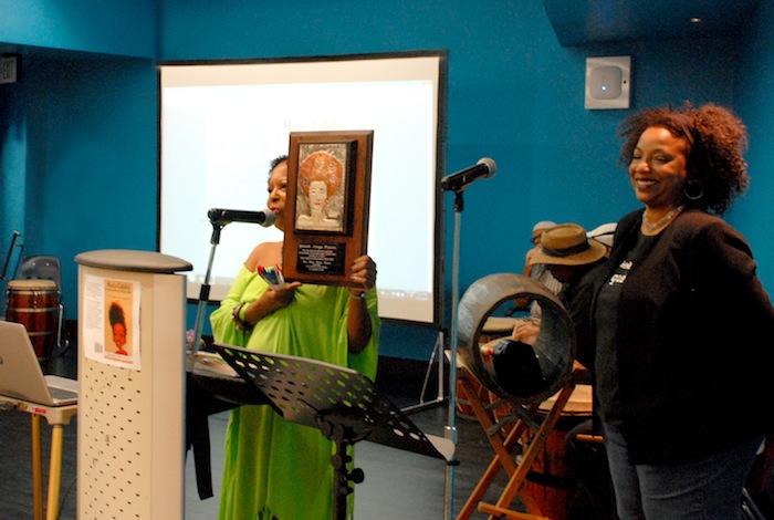 Presentación del libro sobre María Calabó. (Edwin Pérez)