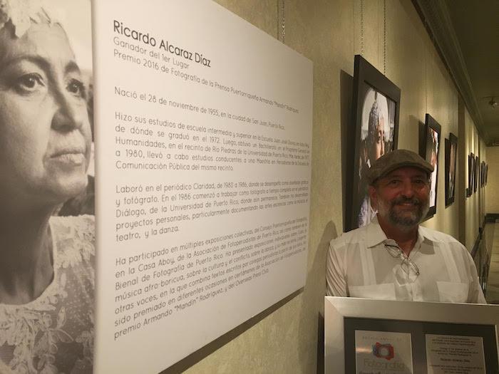 Ricardo Alcaraz, fotoperiodista de este medio y recipiente del premio Armando 'Mandín' Rodríguez 2016. (Víktor Rodríguez / Diálogo)