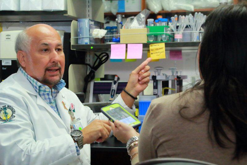 El doctor Jorge Santana Bagur se encuentra trabajando en estudio para comprobar efectividad de vacuna contra el Zika. Fotos: Giovani Ramos