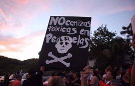 Manifestacion en contra del deposito de cenizas en Peñuelas. (Adriana De Jesús Salaman/ Dialogo)