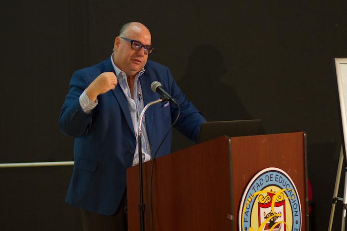 Ingeniero José Izquierdo Encarnación ofrece su charla en la UPRRP. (Suministrada)