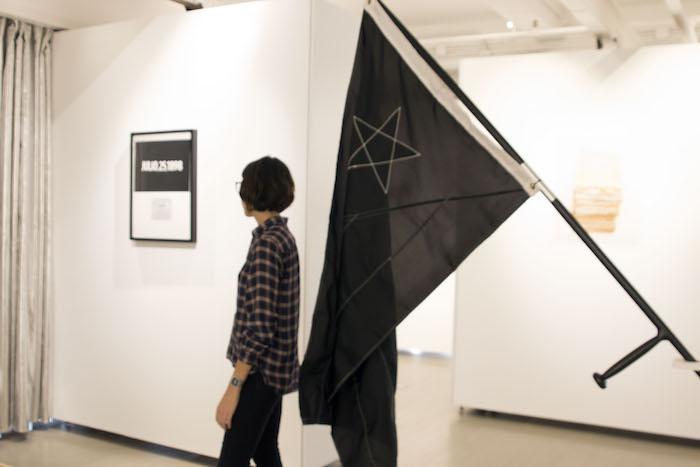 Natalia Viera y su primera exhibición 118 Years of Colonialism: A Series of Events (Frances Solá)