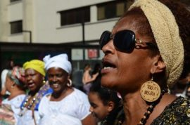 Un grupo de mujeres negras participan el 20 de noviembre en la metrópoli de São Paulo, en la Marcha de la Conciencia Negra. La violencia por razones de género crece de manera especial entre las mujeres afrodescendientes en Brasil, pese a mayores leyes contra el delito. Crédito: Rovena Rosa/ Agência Brasil