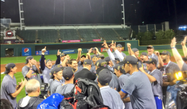 Los Cubs celebran su triunfo. (Twitter)