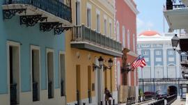 Calle Fortaleza, Viejo San Juan. Foto por James Willamor via VisualHunt