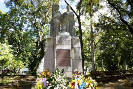 Foto- Monumento a Eugenio Maria de Hostos en UPR Rio Piedras.jpg