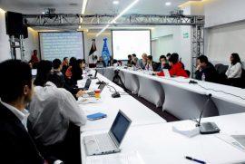 Especialistas y adolescentes durante un taller sobre los riesgos de Internet para la población infantil y juvenil, en el marco del Foro de Gobernanza de Internet 2016 (Igf2016), realizado en Zapopan, en el occidente de México. Crédito: Franz Chávez /IPS