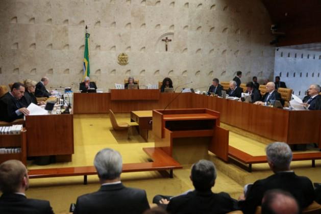 La sesión plenaria del Supremo Tribunal Federal de Brasil en que se decidió el 7 de diciembre mantener en la presidencia del Senado a Renan Calheiros, pese a que tiene un juicio abierto por corrupción, pero inhabilitándole para llegar a ejercer eventualmente como mandatario del país. Crédito: José Cruz/ Agência Brasil