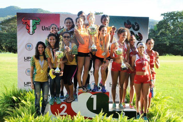 premiacion-rama-femenina-del-campeonato-de-campo-traviesa-universitario