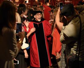 Un doctorado Honoris Causa para Don Goyo. (Ricardo Alcaraz/ Diálogo)