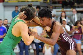 Wilfredo Ocuña de Caribbean vencio 12-2 al tarzan Harold Torres para ser el campeon de los 61 kilos. (Zacha Acosta)