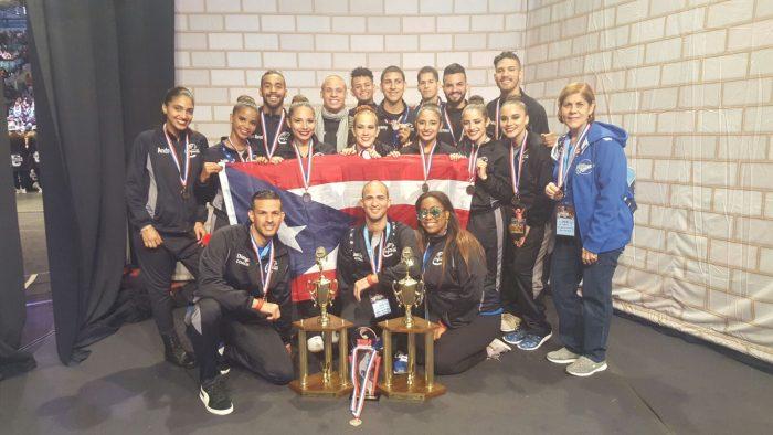 Equipo de Dance Team UPR CArolina con Premios 1