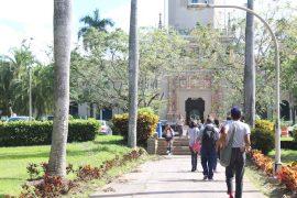 Estudiantes en el Recinto de Río Piedras de la UPR. (Zahaira Cruz / Diálogo)
