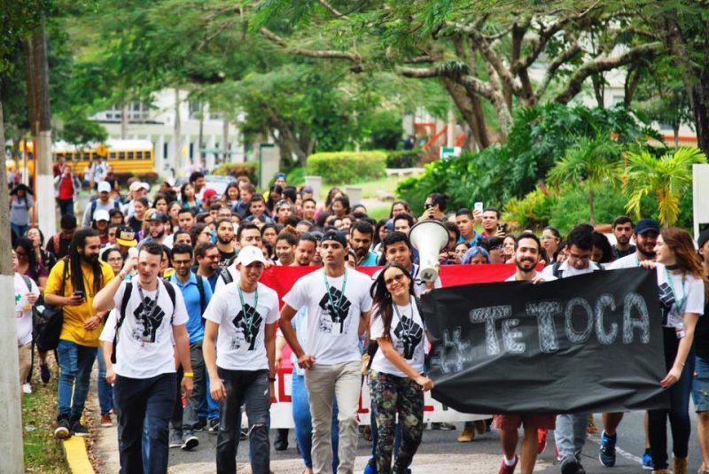 Estudiantes de la UPR en Cayey luego de su asamblea general. (Facebook)